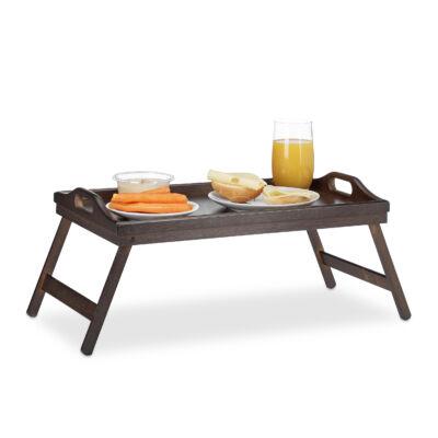 Sötétbarna színű bambusz reggeliző tálca és ágytálca megterítve egy kiadós reggelihez
